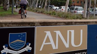 Papan penanda kampus Australia National University (AP/ Alan Porrit)