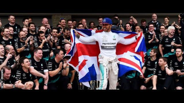 Lewis Hamilton juara dunia Formula Satu tampil kocak sebagai pegulat dalam sebuah eksibisi melawan pegulat terkenal Meksiko bernama Mistico.