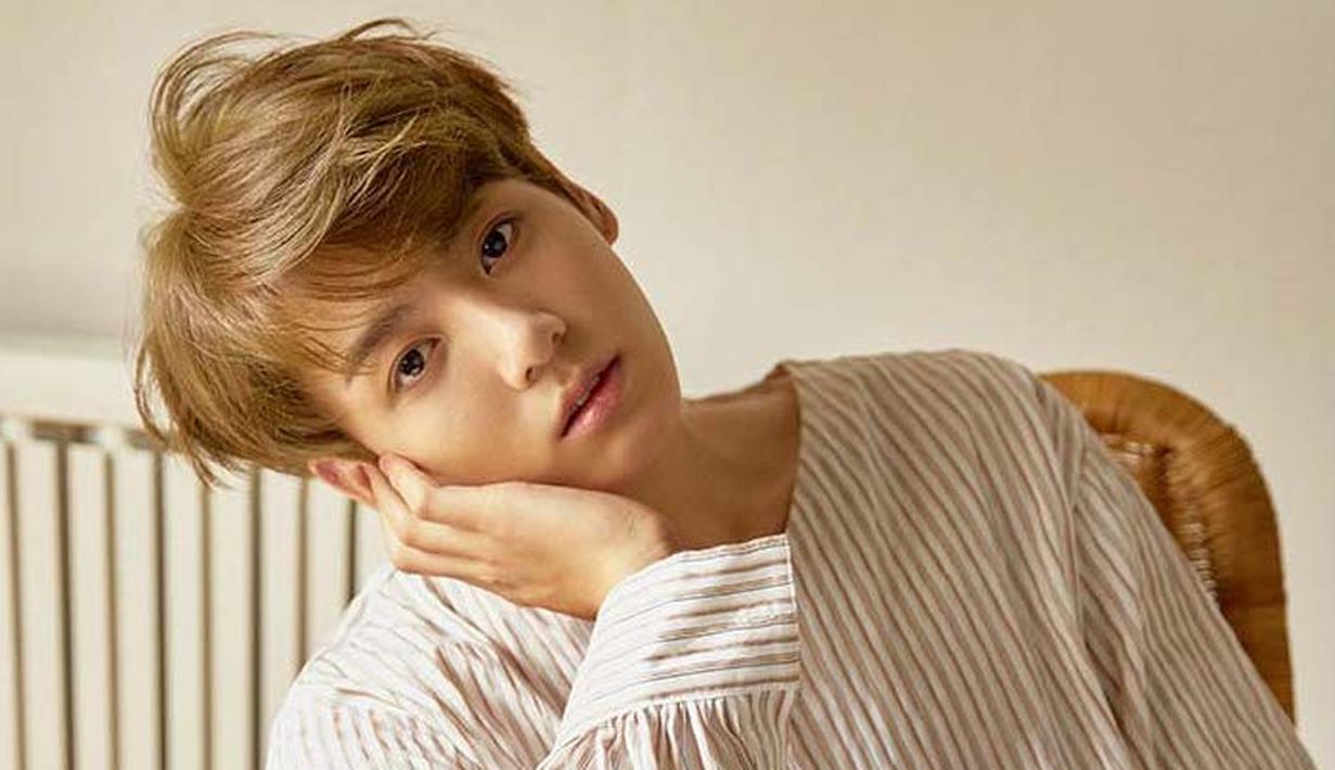 Jungkook BTS mendapat julukan sebagai golden maknae, pasalnya ia punya suara merdu dan jago ngedance. Cowok ganteng ini mulai kariernya di dunia hiburan sejak umur 15 tahun. (Foto: soompi.com)