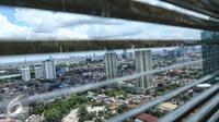 Deretan gedung bertingkat terlihat mulai memadati ibukota Jakarta, Sabtu, (1/10). Akibat pertumbuhan gedung yang pesat, lahan ruang terbuka hijau semakin sempit.  (Liputan6.com/Fery Pradolo)