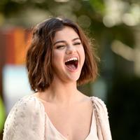 Awalnya ia ingin mengenalkan Harper dan Bea pada Selena dan Selena pun menyambutnya dengan senang. (MATT WINKELMEYER  GETTY IMAGES NORTH AMERICA  AFP)