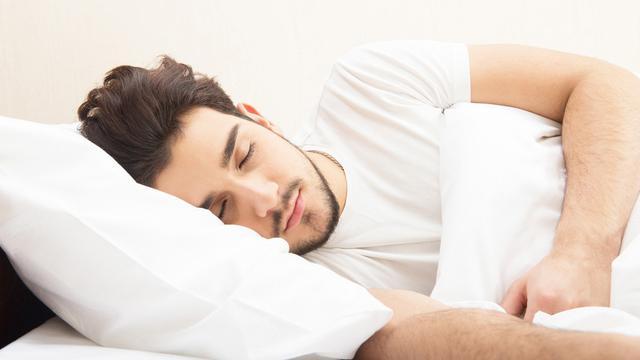 Posisi Tidur Terbaik agar Bebas Dengkur (Valery Sideinykov/Shutterstock)