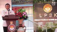 Menko Polhukam Wiranto memberi sambutan saat pemberian kompensasi kepada korban terorisme, Jakarta, Kamis (6/9). Kompensasi diberikan kepada korban bom Thamrin, bom Kampung Melayu, dan serangan teroris di Mapolda Sumut. (Liputan6.com/Faizal Fanani)