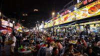 Night Street Food di Jalan Alor adalah salah satu tempat wajib para pecinta kuliner kala berkunjung ke Kuala Lumpur.