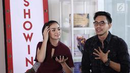 "Citra Kirana dan Darius Sinatrya saat wawancara film barunya yang berjudul ASIH ""From The Danur Universe"" di kantor KLY, Gondagdia, Jakarta, Selasa (2/10). (Liputan6.com/Herman Zakharia)"