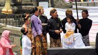 Upacara pemotongan rambut gimbal dalam Dieng Culture Festival. ( Foto: Liputan6.com/Muhamad Ridlo).