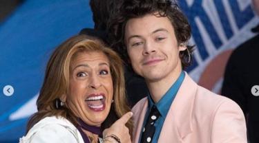 Gaya Androgini Harry Styles