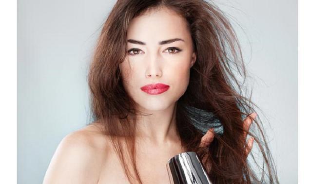 Apa saja kesalahan dalam memakai pengering rambut  - Beauty - Dictio ... db2c3f36b4
