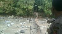 Jembatan gantung di lokasi wisata penangkapan rusa ambruk (Liputan6.com/ Achmad Sudarno)