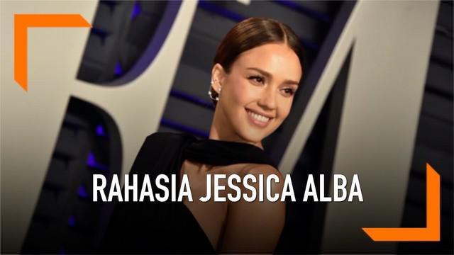 Jessica Alba membeberkan kebiasaannya sebelum melakoni adegan ranjang dalam sebuah film. Ia harus meminum tequila untuk mengatasi rasa canggungnya.
