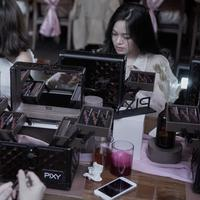 MUA Hiro Odagiri asal Jepang memberi tips makeup agar wajah tampak lebih kecil dengan simpel (Fimela.com/Vinsensia Dianawanti)