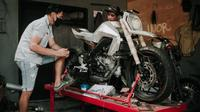 Proses pengerjaan XSR 155 menjadi supermoto futuristik (Treasure Garage)
