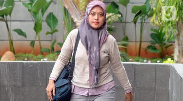 Wakil Gubernur Lampung, Chusnunia Chalim (Nunik) memenuhi panggilan penyidik KPK di Jakarta, Selasa (26/11/2019).  Chusnunia diperiksa sebagai saksi dalam perkara dugaan korupsi proyek infrastruktur di Kementerian Pekerjaan Umum dan Perumahan Rakyat (PUPR) TA 2016. (merdeka.com/Dwi Narwoko)