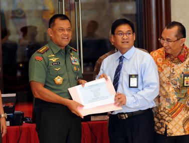 20160330-Panglima-TNI-Serahkan-SPT-Pajak-HEL