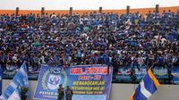 Suporter PSIS ketika mendukung Laskar Mahesa Jenar di Magelang. (Bola.com/Ronald Seger Prabowo)