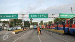 Suasana di Terminal Senen, Jakarta, Selasa (25/10). Kajian dilakukan seputar rencana mengintegrasikan Terminal Senen dengan Pasar Senen Blok III yang saat ini sedang dikerjakan pembangunannya. (Liputan6.com/Yoppy Renato)