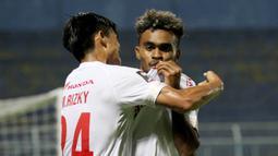 Yakob Sayuri. Pemain berusia 23 tahun yang bersinar bersama PSM Makassar di Piala Menpora 2021 lalu akan diberdayakan oleh pelatih Shin Tae Young di sisi sayap kanan dengan kecepatan belarinya. Alternatif lainnya, ia akan diplot sebagai striker bayangan seperti di PSM. (Bola.com/Arief Bagus)