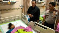 Ketua DPR RI Bambang Soesatyo menjenguk korban di RS Bhayangkara Surabaya.