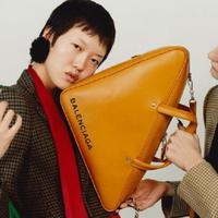 Tas Triangle Bag dari Balenciaga (Foto: Instagram/@balenciaga)