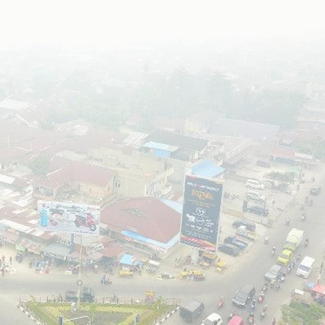 Kabut Asap Makin Pekat Siang Hari Berasa Malam Di Pekanbaru