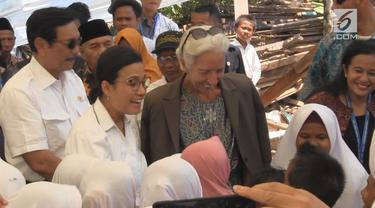 Menteri Keuangan Sri Mulyani, Menko Kemaritiman Luhut Panjaitan, dan Ditektur IMF mengunjungi korban gempa Lombo. Kedatangan ketiganya sekaligus mengecek proses pembangunan hunian sementara korban gempa