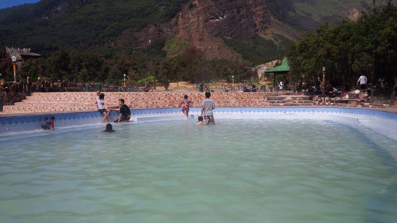 Kolam air panas di areal Taman Wisata Alam Gunung Papandayan, Garut, Jawa Barat. (Liputan6.com/Jayadi Supriadin)