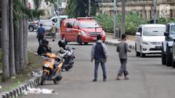 Unit Pemadam Kebakaran berada di rumah Ketua DPR RI Bambang Soesatyo pascakebakaran melanda, Jakarta, Senin (18/2). Kebakaran diduga akibat korsleting arus listrik. (Merdeka.com/Iqbal Nugroho)