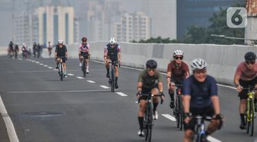 Antusias Uji Coba Lintasan Sepeda Balap di JLNT Kampung Melayu-Tanah Abang