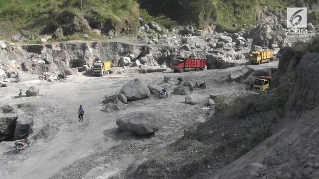 Status gunung Merapi yang meningkat menjadi waspada tidak membuat penambangan pasir di Klaten terhenti. Pekerja masih  saja  nekat bekerja walau dihantui rasa takut.