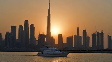Matahari Terbenam dan Burj Khalifa