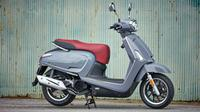 Kymco New Like 150i siap menantang Vespa Sprint. (Ultimate Motorcycling)