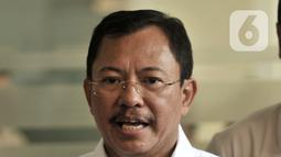 Menkes Terawan Agus Putranto memberikan keterangan usai menjenguk dua pasien positif terinfeksi Corona di RSPI Prof. DR. Saroso, Sunter, Jakarta, Senin (2/3/2020). Kedua pasien merupakan ibu (64) dan anak (31), kini mereka dirawat di ruangan khusus. (merdeka.com/Iqbal S. Nugroho)