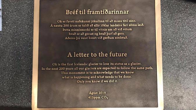 Para peneliti Islandia membangun monumen peringatan untuk mengenang gletser Okjökull yang lenyap. Nama situs tersebut sekarang berubah menjadi