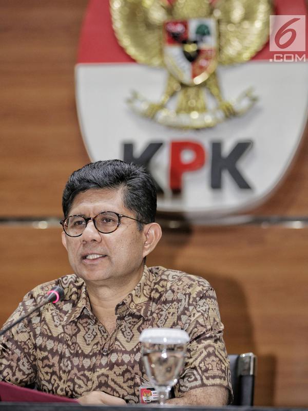 Wakil Ketua KPK Laode M Syarif memberikan keterangan terkait OTT Ketum PPP Romahurmuziy, di gedung KPK, Sabtu (16/3). KPK mengamankan uang total Rp 156 juta dalam operasi tangkap tangan (OTT) di Surabaya pada Jumat (15/3). (Liputan6.com/Faizal Fanani)