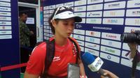 Beatrice Gumulya diwawancarai usai kalah menghadapi laga melawan petenis India (Liputan6.com / Nefri Inge)