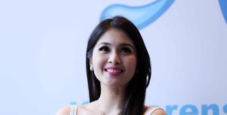 Mendekati pernikahannya yang akan digelar pada November mendatang, berbagai persiapan telah disiapkan oleh Sandra Dewi. Ia akan menikah dengan pengusaha tambang Harvey Moeis. (Nurwahyunan/Bintang.com)
