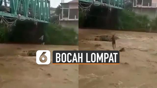 Video aksi bocah-bocah lompat ke sungai yang deras membuat netizen geleng-geleng kepala.