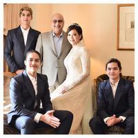 Maia Estianty foto bersama dengan Irwan Mussry dan ketiga anaknya dengan mengenakan gaun pengantin (Dok.Instagram/@maiaestiantyreal/https://www.instagram.com/p/BpjtTrmFRrM/?taken-by=maiaestiantyreal/Komarudin)