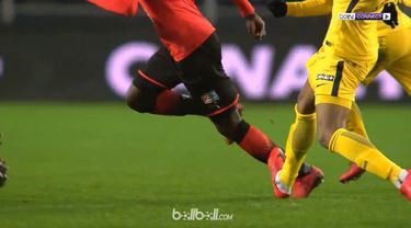 Striker muda PSG, Kylian Mbappe, menerima kartu merah pertama dalam kariernya. This video is presented by Ballball.