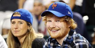 Ed Sheeran mengumumkan pertunangannya pada hari Sabtu kemarin. (People)