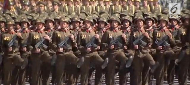 Korea Utara merayakan hari ulangtahun yang ke-70. Dalam perayaannya, parade militer dipamerkan di lapangan negara Kim Jong-un tersebut.