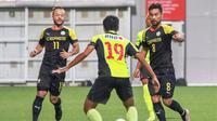 Stephan Schrock (kiri) dan Manuel Ott percaya diri Filipina memenangi gelar juara Piala AFF 2016. (Bola.com/S-League Facebook)