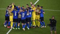 Hingga laga usai, skor 3-0 tidak berubah dan memastikan Italia menjadi tim pertama yang lolos ke babak 16 Besar. (Foto: AP/Pool/Riccardo Antimiani)