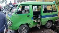 Angkot jurusan Cibaduyut-Cangkuang menabrak sejumlah pengendara di sepanjang Jalan Raya Laswi Ciparay hingga Jalan Siliwangi, Baleendah, Kabupaten Bandung, Sabtu (29/5/2021). (Foto: Istimewa)