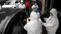 Rapid test virus corona Covid-19 di GOR Bogor secara drive thru. (Liputan6.com/Achmad Sudarno)