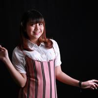 Ghea Indrawari sedang jatuh cinta dengan BTS. (Adrian Putra/Fimela.com)