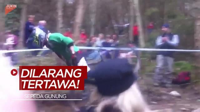 Berita Video Dilarang Tertawa Melihat Jatuh Bangun Pesepeda Gunung Berikut ini!