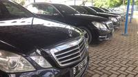 Mercedes Benz E250 bekas milik Blue Bird yang digunakan rombongan delegasi Raja Salman Al Abdulaziz Al, dijual Rp 450-480 jutaan mulai 3-14 April 2017. (Herdi Muhardi)