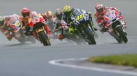 Valentino Rossi gagal pertahankan ritme saat ganti motor usai trek Sachsenring kering (Robert MICHAEL / AFP)