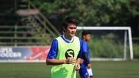 Mantan bek Sriwijaya FC, Bobby Satria, mengadu nasibnya di Persib Bandung. (Bola.com/Muhammad Ginanjar)